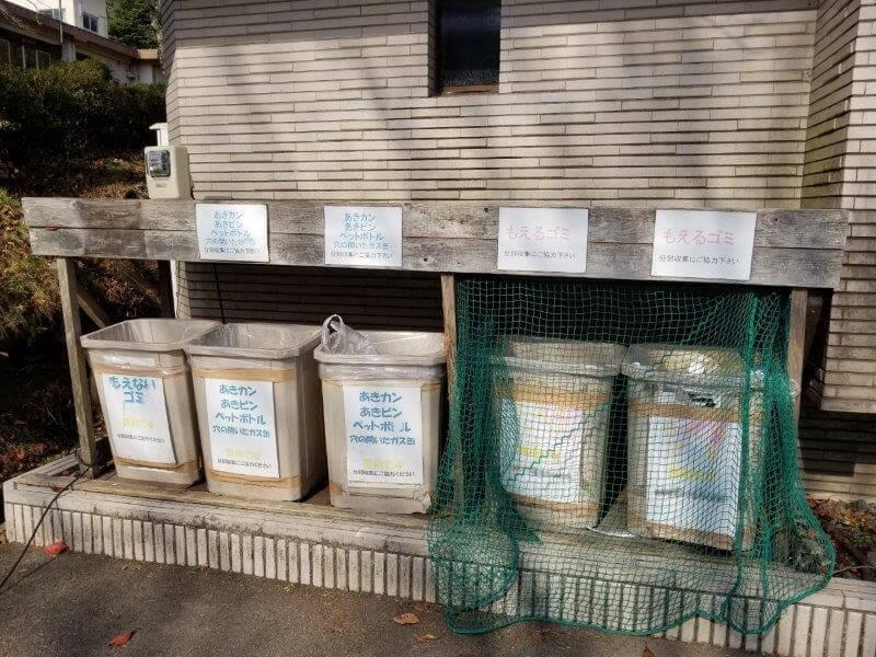 志高湖キャンプ場 炊事棟のゴミ捨て場