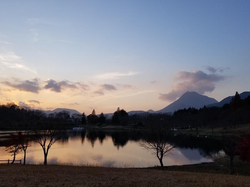 美しい志高湖の景色