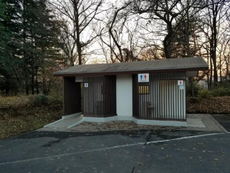 志高湖キャンプ場 駐車場にあるトイレ