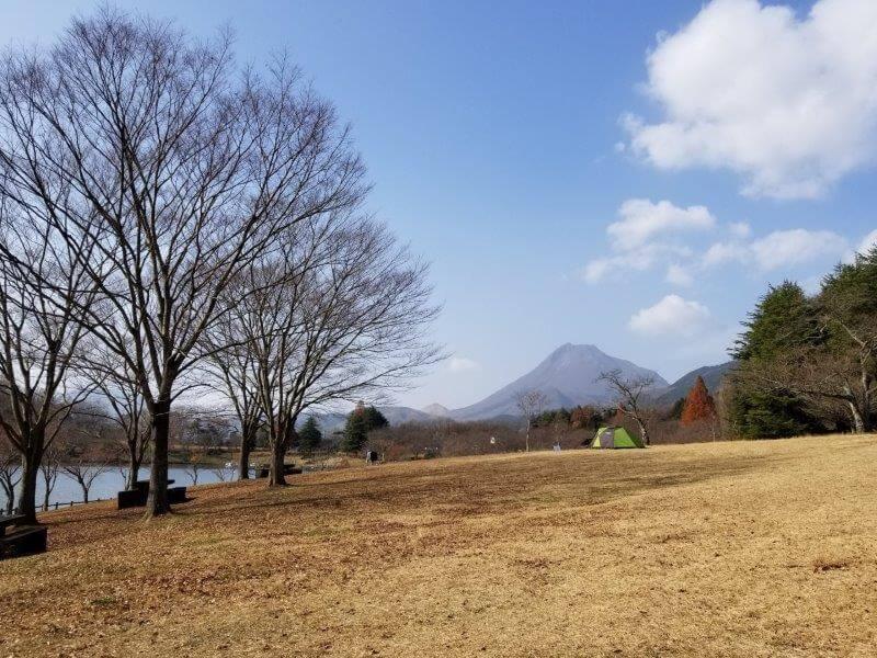 志高湖キャンプ場 湖畔沿いのテントサイトからの景色
