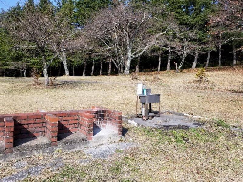 志高湖キャンプ場 簡易水場と炉