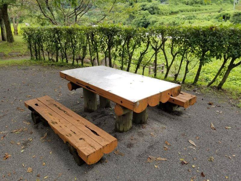 城ヶ原オートキャンプ場 オートサイトにあるテーブルとチェア