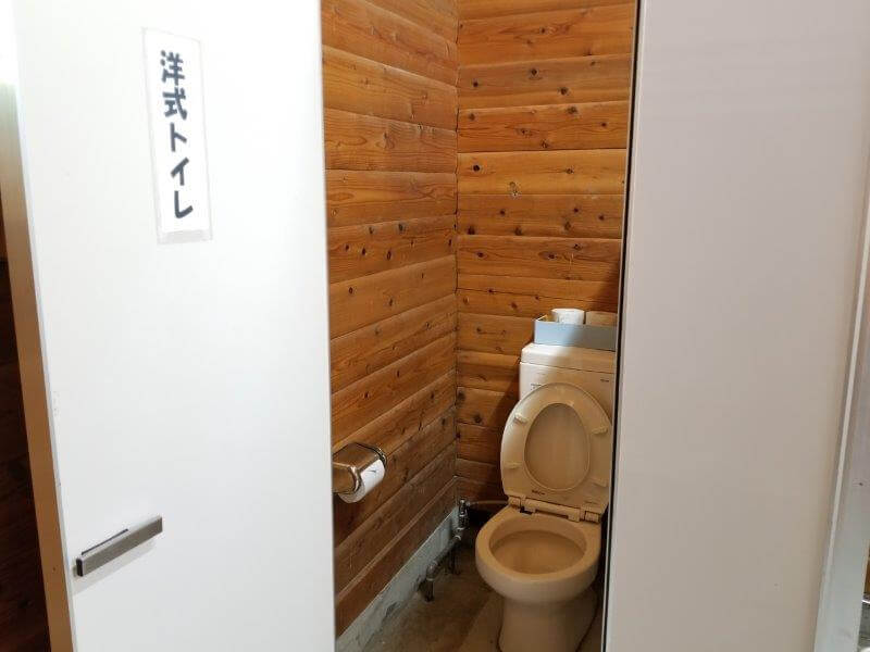 城ヶ原オートキャンプ場 管理棟のトイレ