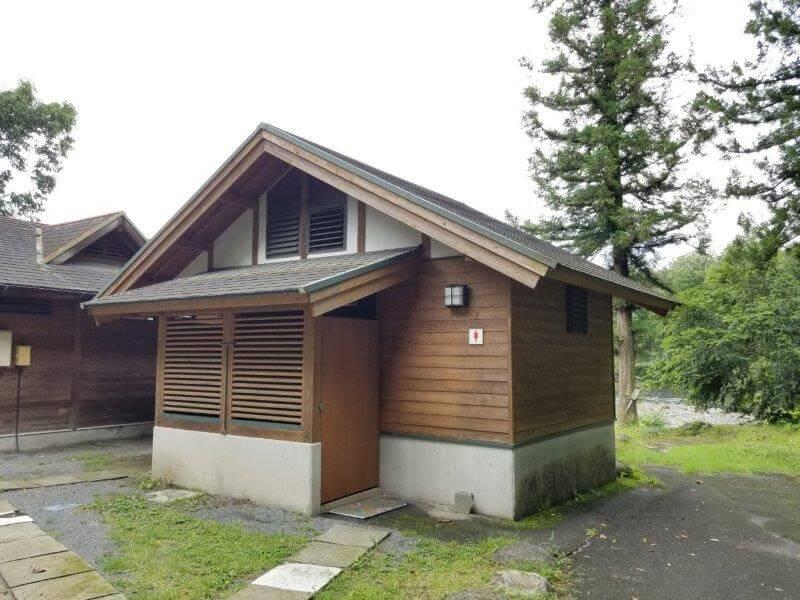 城ヶ原オートキャンプ場 露天風呂横のトイレ