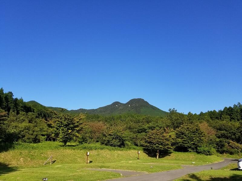 四季の里旭志キャンプ場と鞍岳