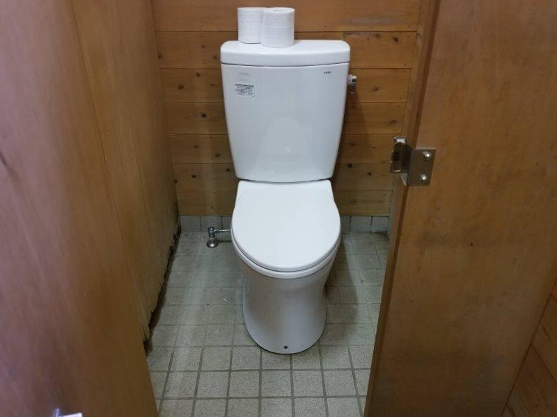 夢たちばなビレッジ バンガロー横のトイレ