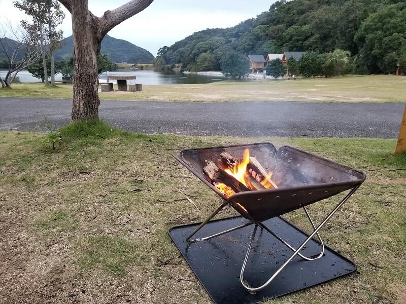 大池オートキャンプ場で焚き火