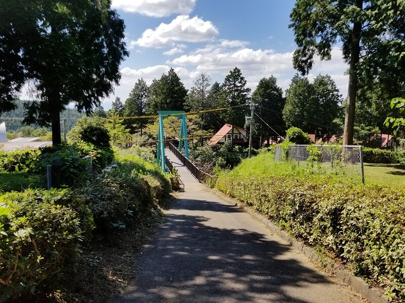 四季の里 旭志 テントサイトと本館をつなぐ橋