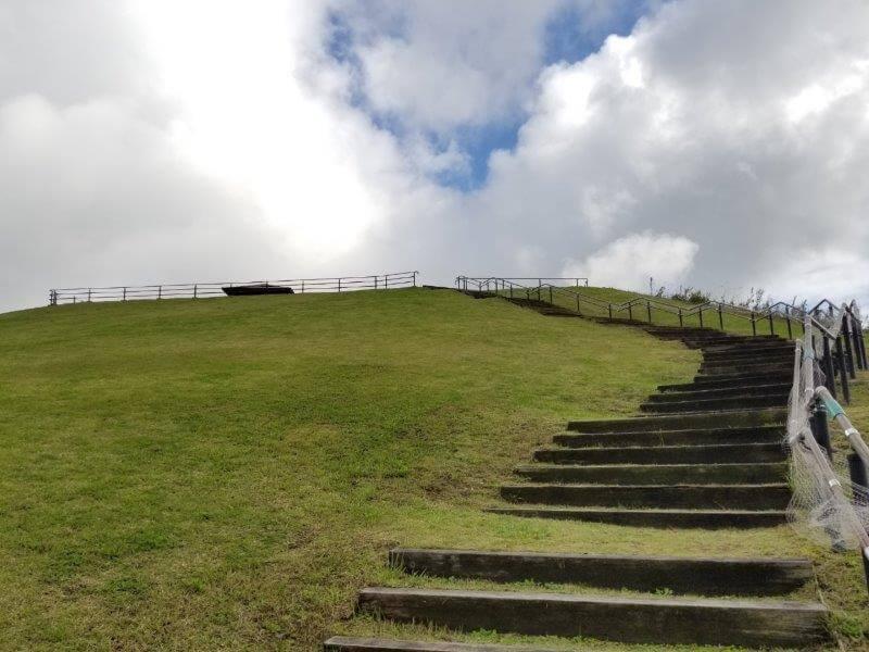 平尾台自然の郷キャンプ場 展望広場へつづく階段