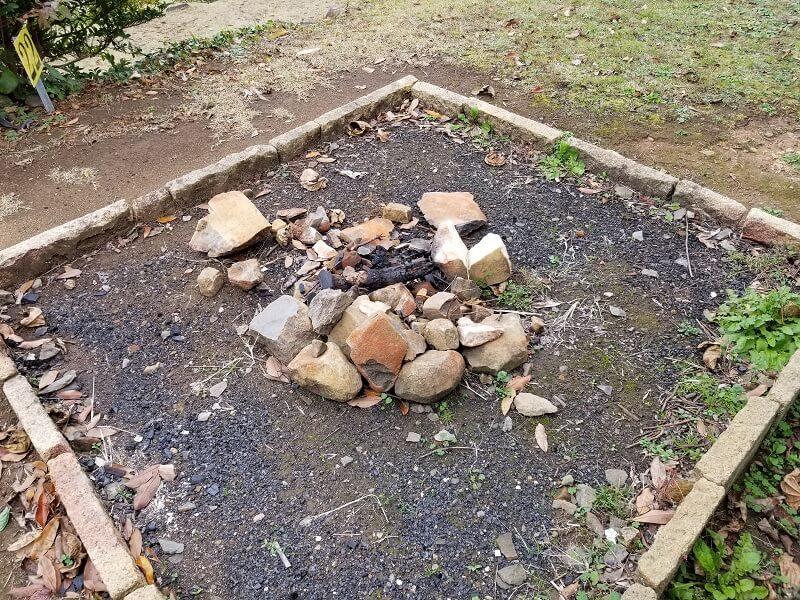 四本堂公園キャンプ場の野外炉
