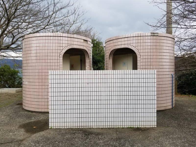 四本堂公園キャンプ場 ステージ近くのトイレ