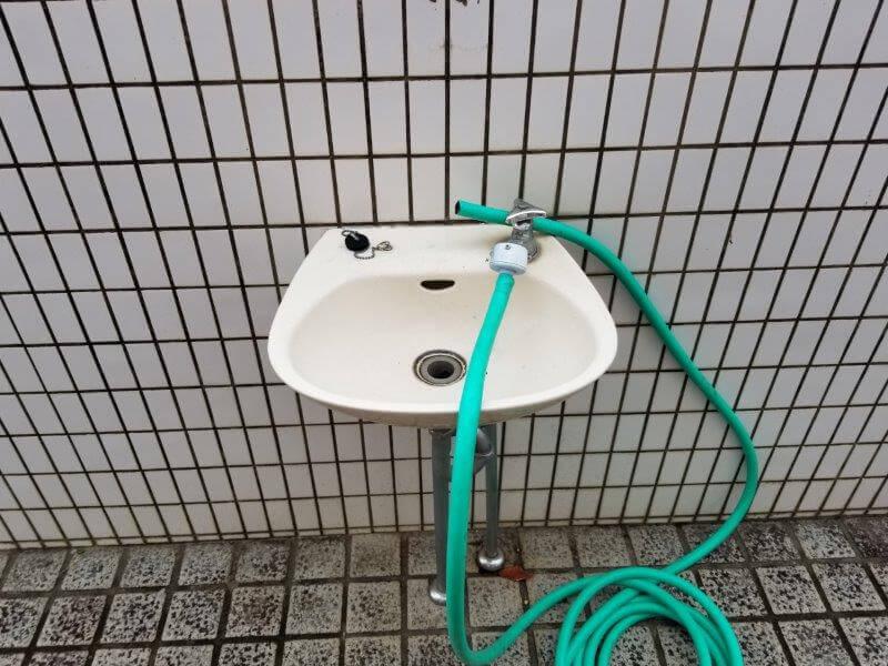 四本堂公園キャンプ場 ステージ近くのトイレの手洗い場