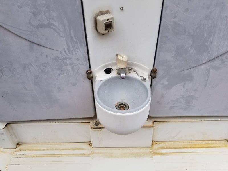 四本堂公園キャンプ場 簡易トイレの手洗い場
