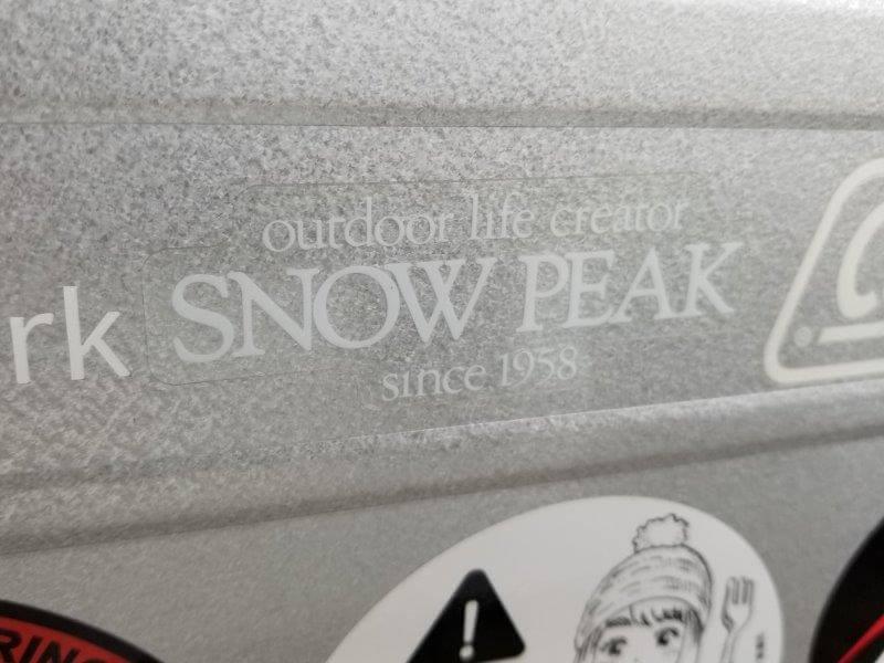 スノーピークのロゴステッカー