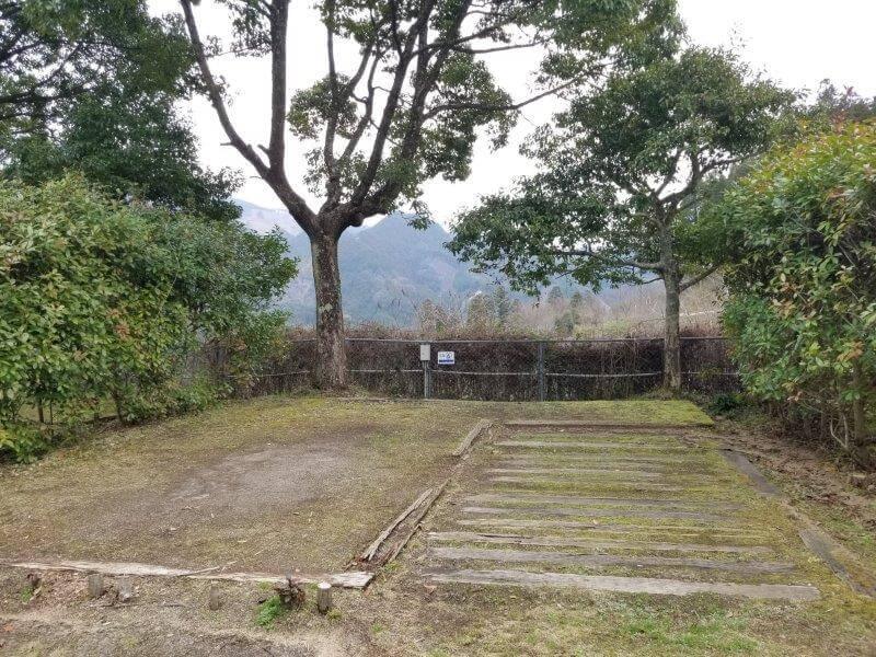 岩屋キャンプ場 区画サイトの6番