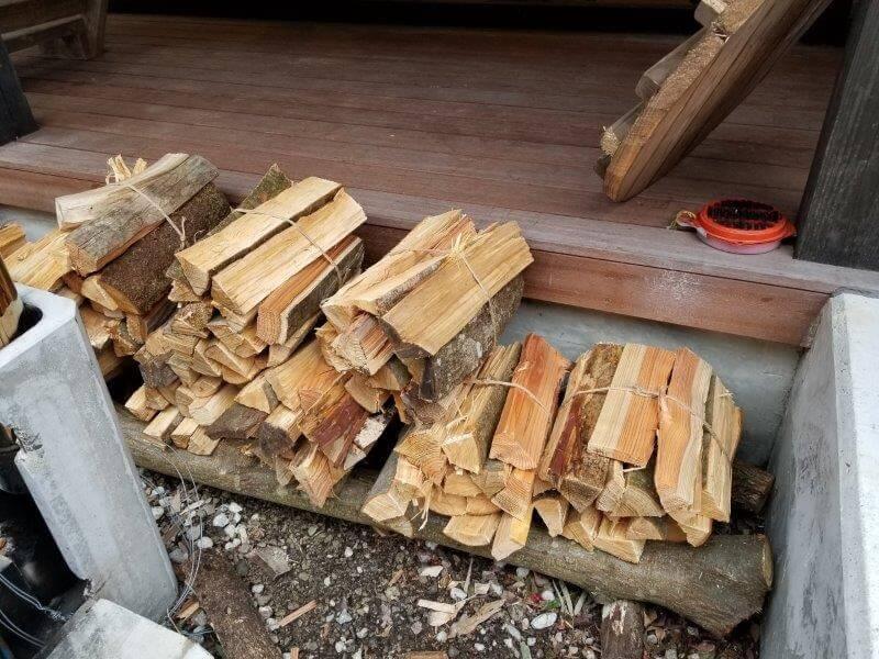 岩屋キャンプ場 管理棟で販売されている薪