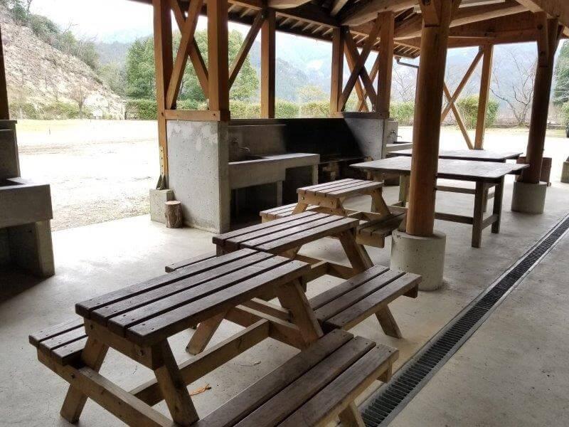 岩屋キャンプ場の炊事棟内の様子