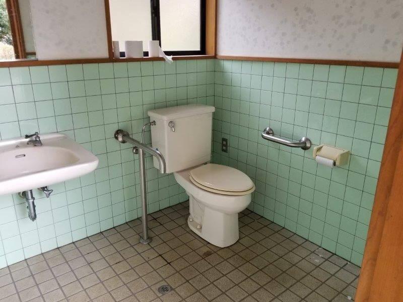 岩屋キャンプ場 多目的トイレ