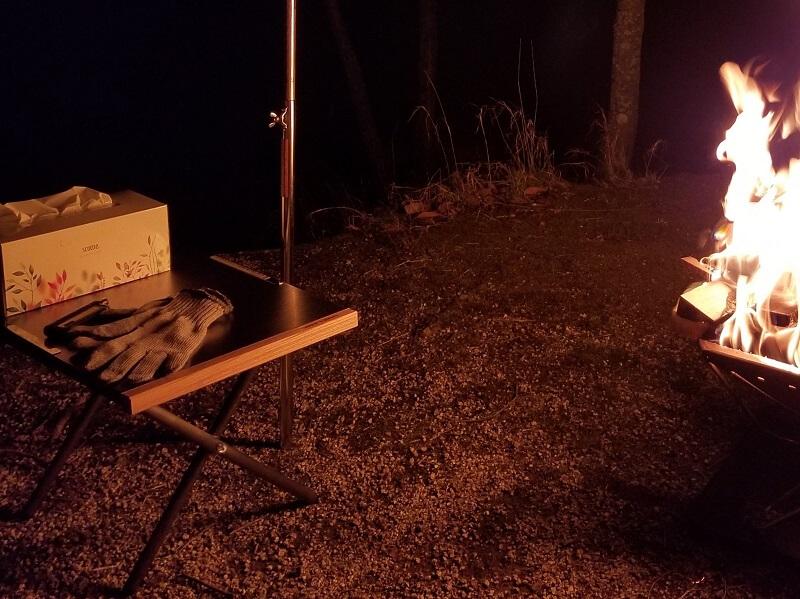 ユニフレームの焚き火テーブル