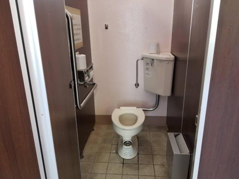 川原大池公園キャンプ場の洋式トイレ