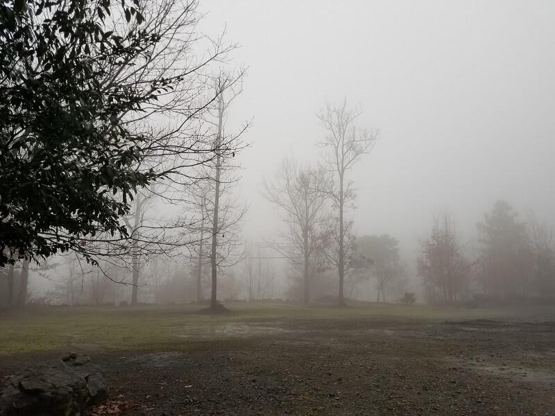 かいがけ温泉きのこの里 霧深いテントサイト