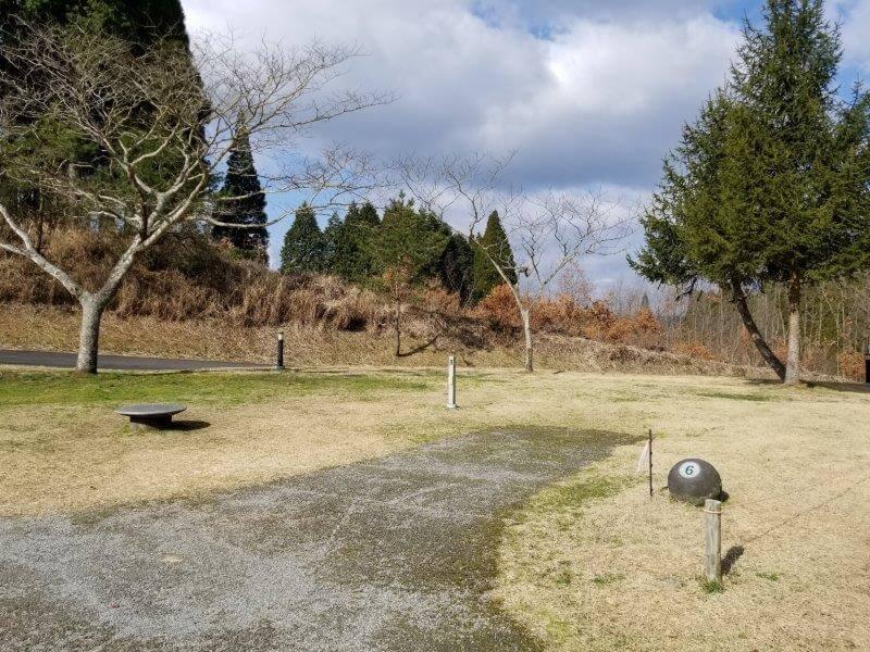 服掛松キャンプ場のオートサイト 6番サイト
