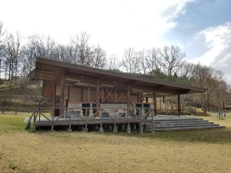 服掛松キャンプ場の炊飯棟