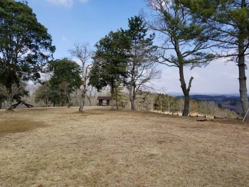 服掛松キャンプ場 フリーサイト(第2ゲート横の絶景サイト)