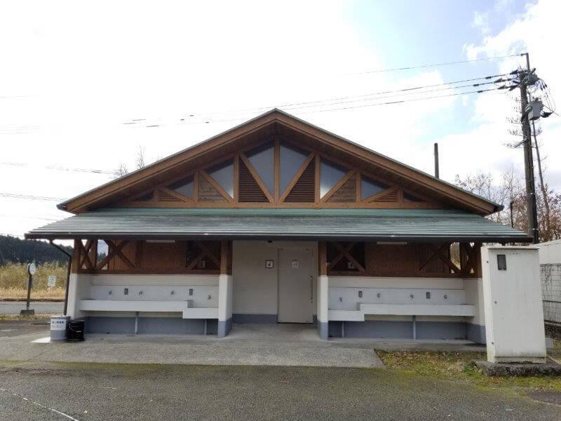 服掛松キャンプ場 第2ゲートのトイレ