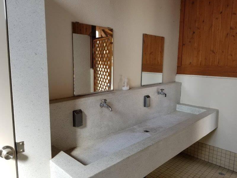服掛松キャンプ場 第2ゲートのトイレにある手洗い場