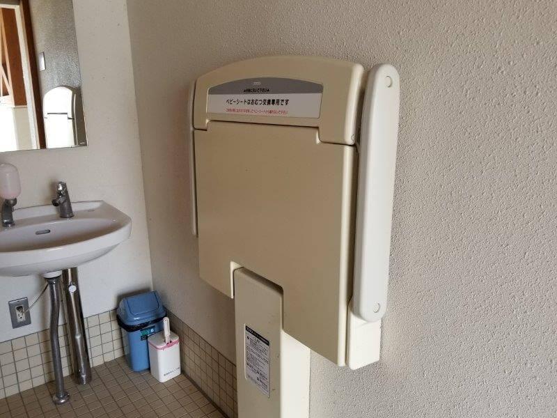 服掛松キャンプ場 第2ゲートのトイレ おむつ交換台