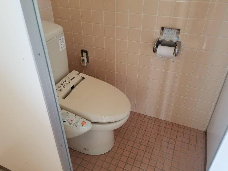 服掛松キャンプ場 フリーテントサイトのトイレ