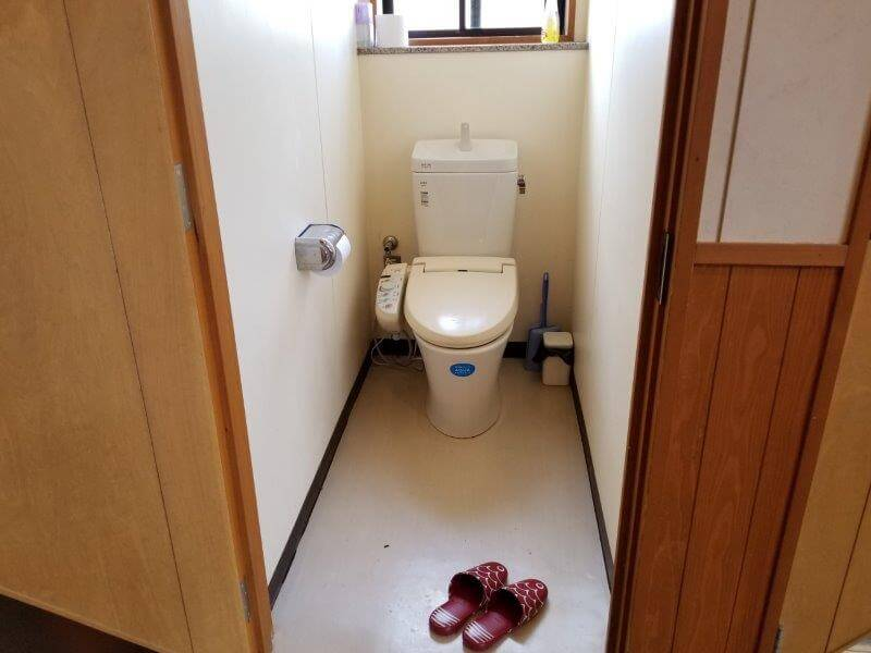 服掛松キャンプ場 シャワールーム横のトイレ