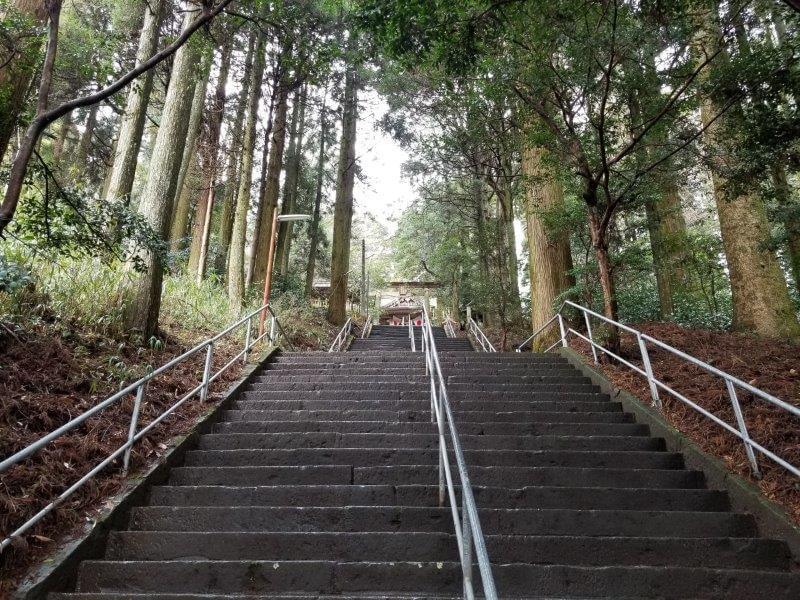 弊立神宮の階段