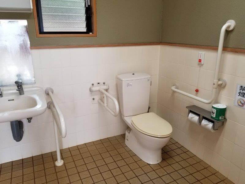 野岳湖キャンプ場のトイレ