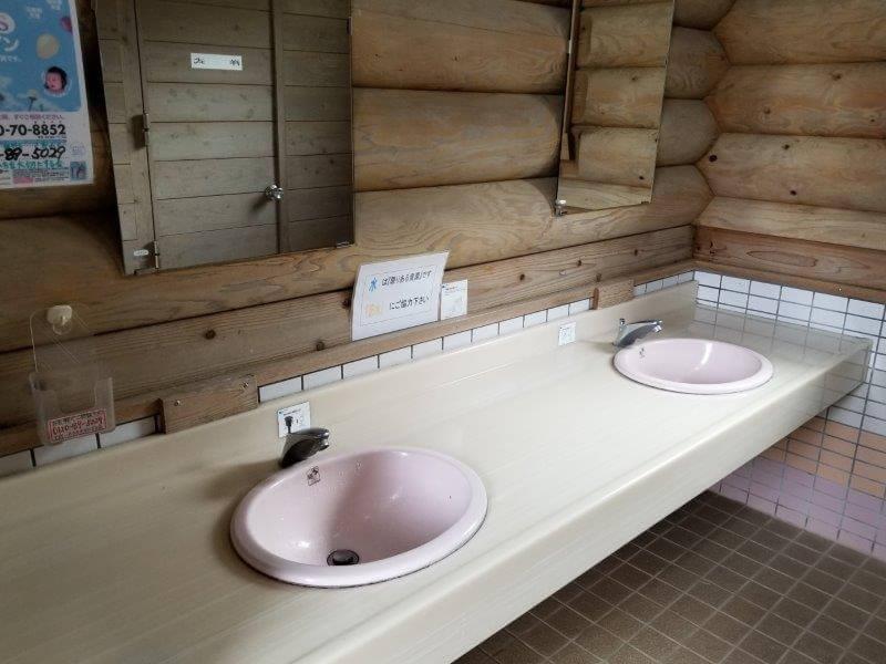 野岳湖キャンプ場 東サイト横のトイレにある手洗い場