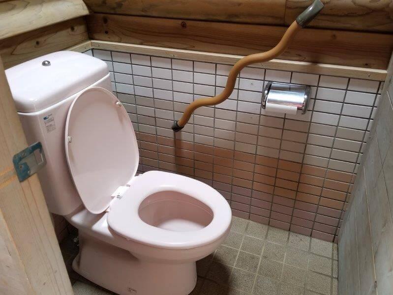 野岳湖キャンプ場 東サイト横のトイレ