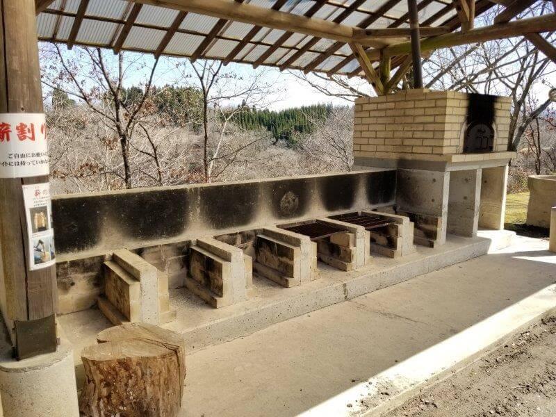 歌瀬キャンプ場 オートサイト 炊事棟の野外炉