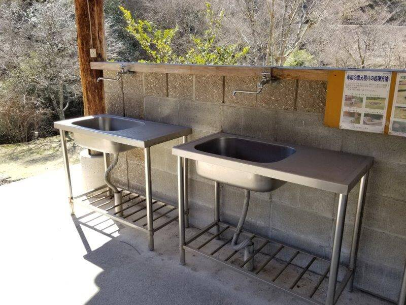歌瀬キャンプ場 フリーオート 炊事棟の流し台