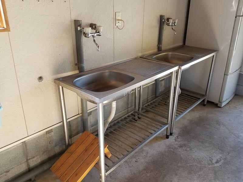 歌瀬キャンプ場 シャワー棟内のお湯がでる流し台