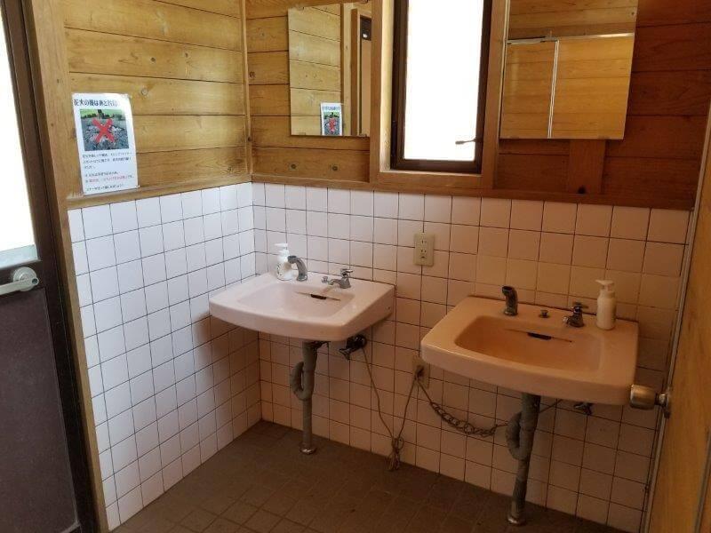 歌瀬キャンプ場 オートサイトのトイレの手洗い場