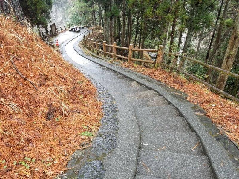 山都町 五老ヶ滝の吊り橋へ続く階段