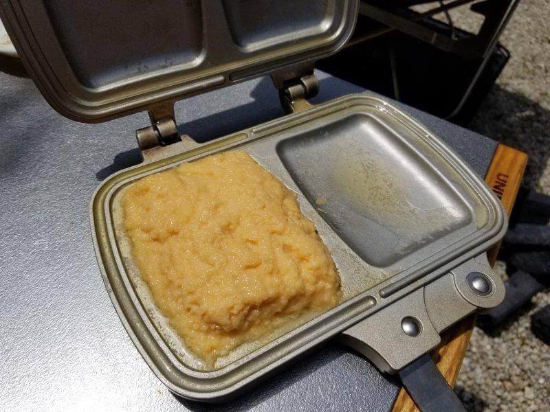ホットサンドメーカーでパン粉フレンチトーストを焼く