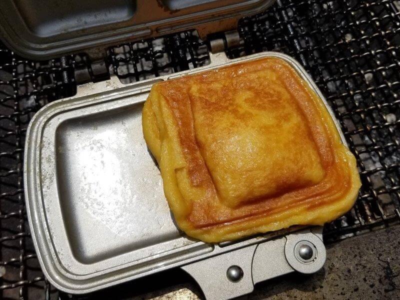 ホットサンドメーカーでパン粉フレンチトーストを焼いた