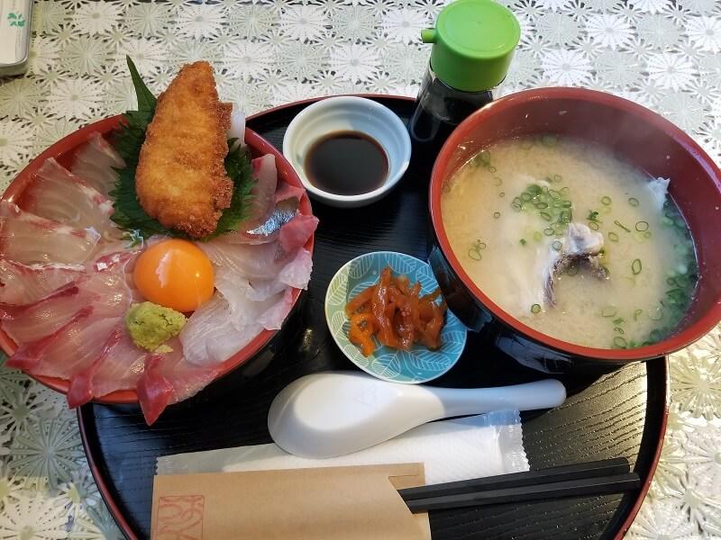 長崎県西海市崎戸にある海鮮料理店「おくうら」の海鮮丼