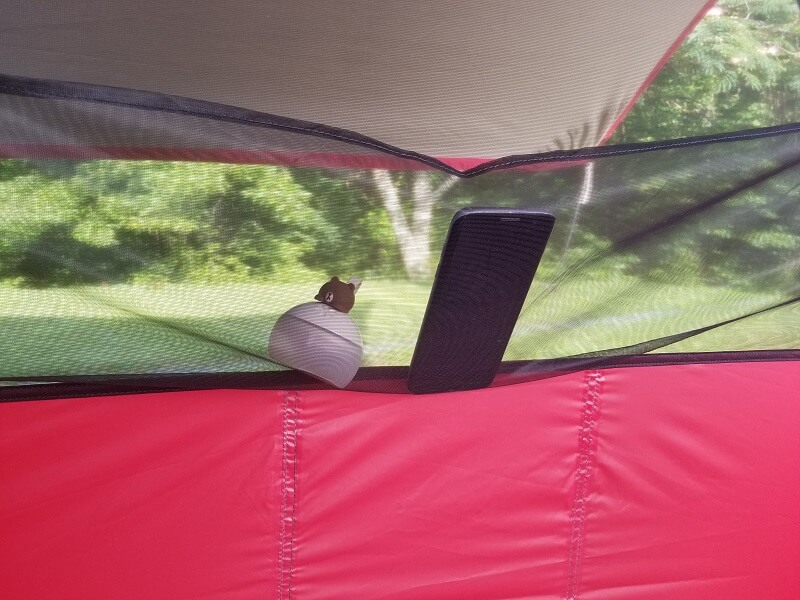 MSRエリクサー4 テント内にあるメッシュポケット
