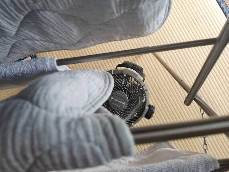 snowpeak ポータブル扇風機 フィールドファンを部屋干しのサーキュレーターとして使用