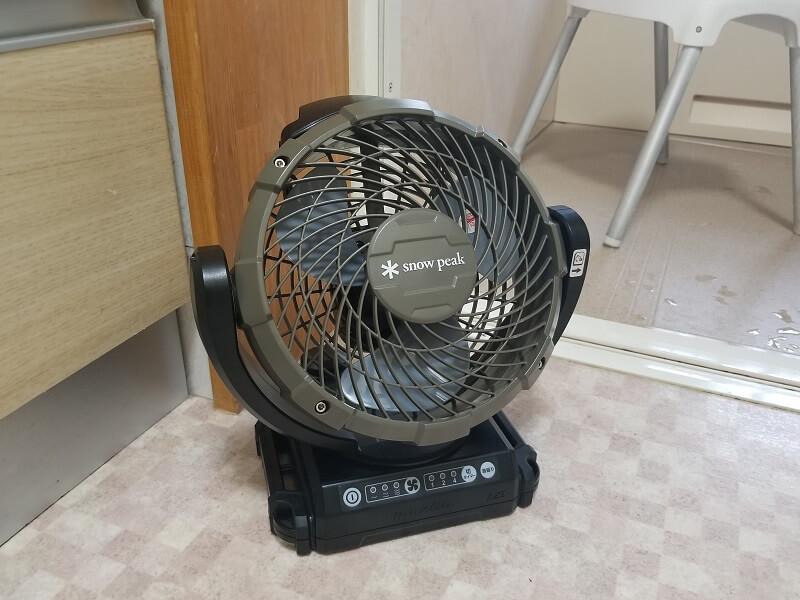 snowpeak ポータブル扇風機 フィールドファンをお風呂の脱衣所で使用