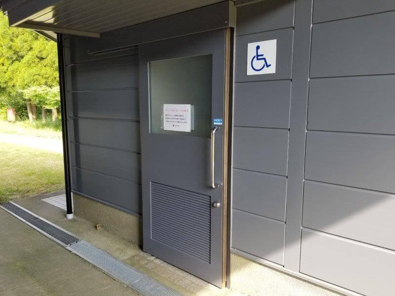 スノーピーク奥日田 区画電源オートEサイト(椿ヶ鼻ドーム横)の車イス用トイレ