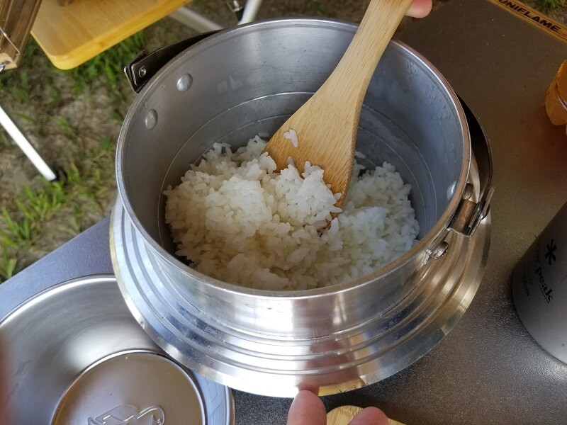 ユニフレーム「キャンプ羽釜 3合炊き」で炊いたご飯